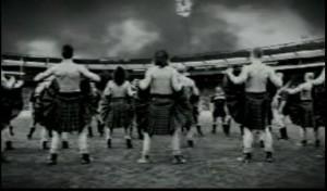 реклама скотча с шотландцами в килтах